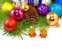 Bolas hermosas de la Navidad en un fondo blanco Fotografía de archivo libre de regalías