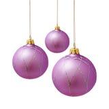 Bolas lilás perfeitas do Natal isoladas no branco Imagens de Stock Royalty Free