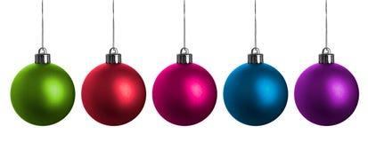 Bolas multicoloras de la Navidad aisladas en blanco. Fotografía de archivo