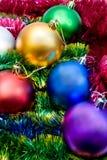 Bolas multicoloras del árbol de navidad Foto de archivo libre de regalías