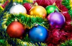 Bolas multicoloras del árbol de navidad Imagen de archivo libre de regalías