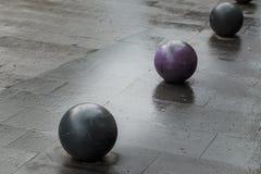 Bolas no pavimento fotografia de stock