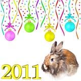 Bolas opacas de la Navidad del conejo que cuelgan en las cintas Imagenes de archivo