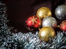 Bolas + ouropel da árvore de Natal Foto de Stock