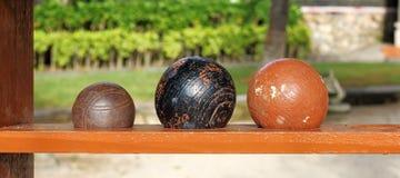 Bolas para el juego del bocce en la playa Imágenes de archivo libres de regalías