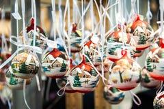 Bolas pintadas a mano de la Navidad Foto de archivo libre de regalías