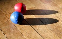 Bolas que hacen juegos malabares Imagenes de archivo