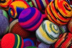 Bolas que hacen juegos malabares de lana Fotografía de archivo libre de regalías