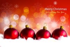 Bolas rojas brillantes de la Navidad. Fotos de archivo libres de regalías