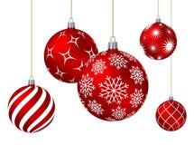 Bolas rojas de la Navidad con diversos modelos Foto de archivo