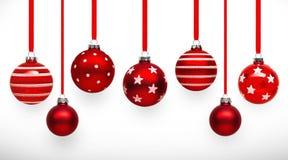 Bolas rojas de la Navidad con el arco Imagen de archivo