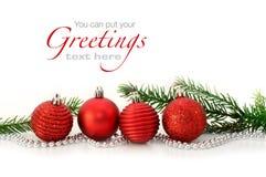 Bolas rojas de la Navidad y ramificación spruce Fotos de archivo libres de regalías