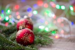 Bolas rojas del ornamento de la Navidad, decoración del árbol de abeto Fotografía de archivo libre de regalías