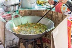 Bolas tailandesas do sésamo da sobremesa (Kanom Kai Hong) Foto de Stock