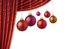 Bolas vermelhas dos chrismas e cortina vermelha fotografia de stock royalty free