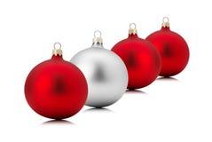 Bolas vermelhas e de prata do Natal isoladas no fundo branco Imagens de Stock