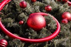 Bolas vermelhas na árvore de Natal Imagens de Stock Royalty Free