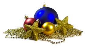 Bolas y estrellas de Cristmas aisladas Fotografía de archivo libre de regalías