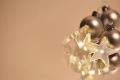 Bolas y estrellas de la Navidad Imágenes de archivo libres de regalías