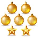 Bolas y estrellas de oro de la Navidad Fotografía de archivo