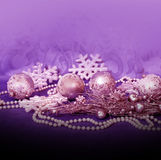 Bolas y gotas de la lila de la Navidad Imagen de archivo libre de regalías