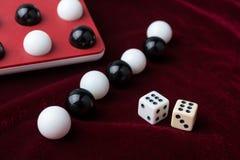 Bolas y huesos, el símbolo del juego Imagen de archivo