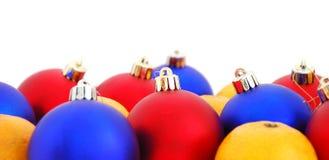 Bolas y mandarines de la Navidad Imágenes de archivo libres de regalías