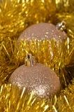Bolas y oropel de la Navidad Fotografía de archivo libre de regalías