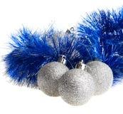 Bolas y oropel de la Navidad Imagenes de archivo
