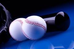 Bolas y palo del béisbol Imagenes de archivo