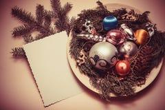 Bolas y pinos de la decoración del Año Nuevo Fotos de archivo libres de regalías
