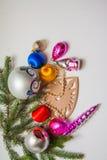 Bolas y pinos de la decoración del Año Nuevo Imagen de archivo
