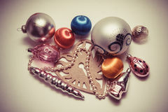 Bolas y pinos de la decoración del Año Nuevo Foto de archivo libre de regalías