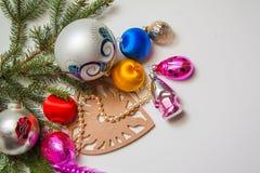 Bolas y pinos de la decoración del Año Nuevo Imágenes de archivo libres de regalías