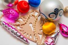 Bolas y pinos de la decoración del Año Nuevo Fotos de archivo