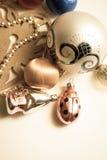 Bolas y pinos de la decoración del Año Nuevo Fotografía de archivo