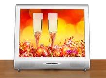 Bolas y vidrios anaranjados en la pantalla del aparato de TV Foto de archivo libre de regalías