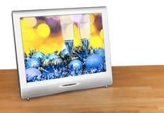 Bolas y vidrios azules en la pantalla del aparato de TV Fotografía de archivo