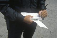 Boleto de la escritura del poli de tráfico, Santa Monica, California Fotos de archivo libres de regalías