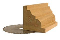 Boleto de madeira para a mobília com saw-blade Fotos de Stock Royalty Free