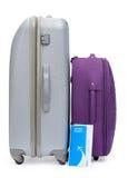 Boleto y dos maletas para viajar Fotos de archivo libres de regalías