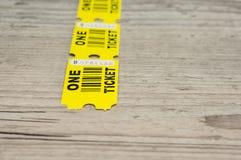 Boletos de papel amarillos fotos de archivo libres de regalías