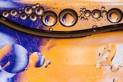 Bolhas coloridas da água imagens de stock royalty free