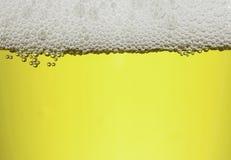 Bolhas com água da cerveja Foto de Stock