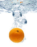 Bolhas da laranja e de ar fotografia de stock