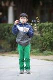 Bolhas de sabão de sopro da criança fora Imagem de Stock