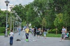Bolhas de sabão em um parque perto da igreja de Saint Sava fotografia de stock royalty free