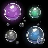 Bolhas de sab?o transparentes vetor 3D colorido Isolado no preto ilustração do vetor