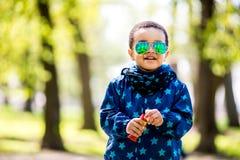 Bolhas de sopro do menino no parque fotografia de stock royalty free