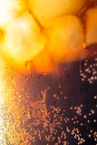 Bolhas dos cubos de gelo da cola macro Fotos de Stock Royalty Free